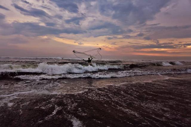 Pantai dengan Surga Kuliner Seafood Jogja
